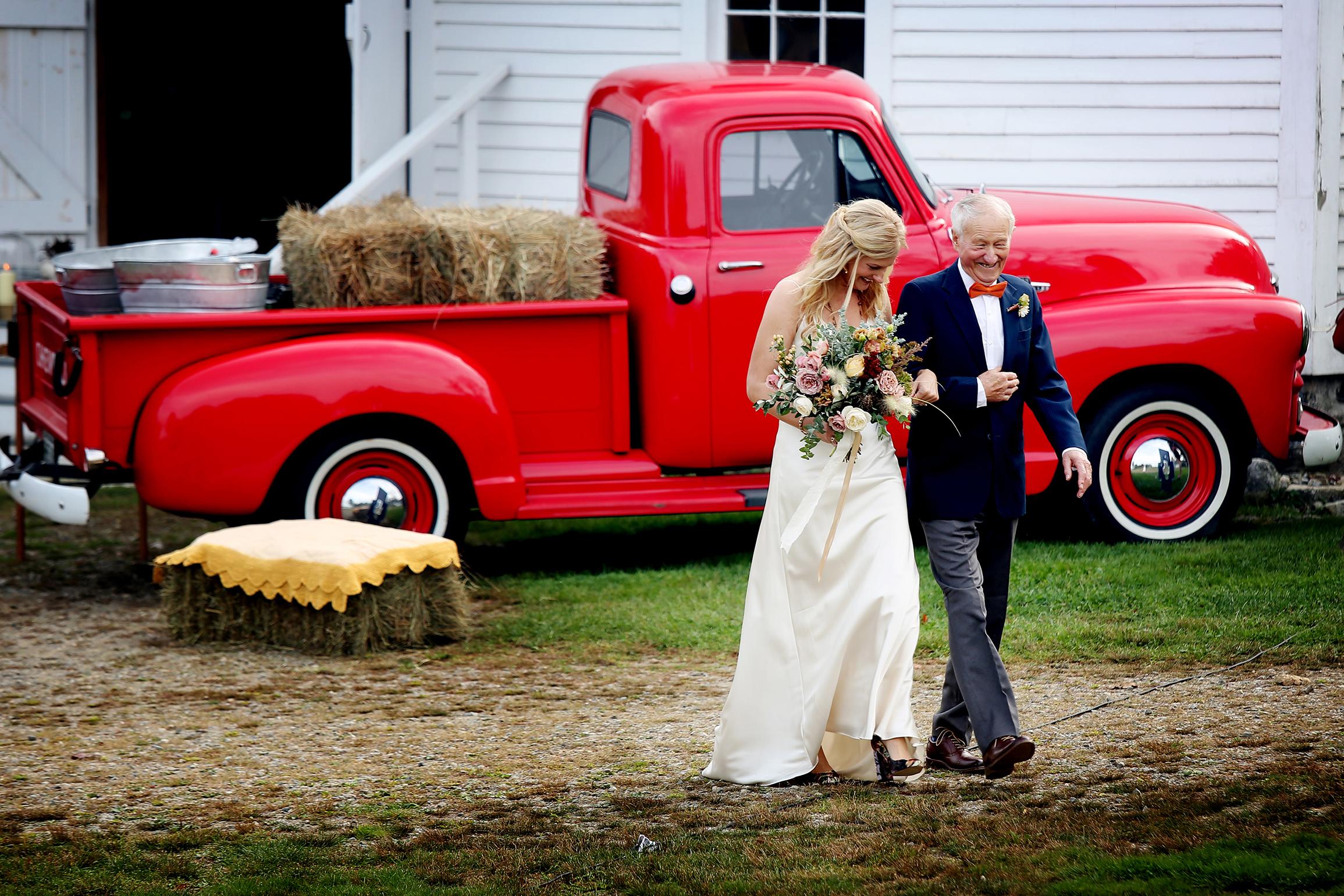 Hochzeit in Amerika, Vater und Braut, Boston im Herbst, Chevy, Chevrolet, amerikanische Hochzeit